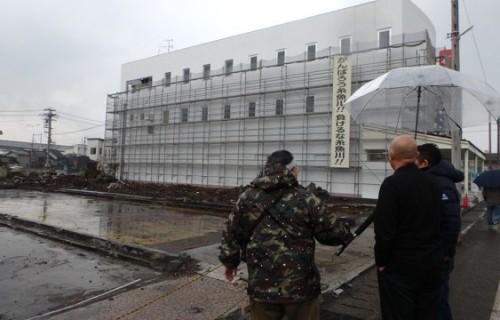 糸魚川の街あるきで復興支援