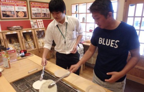 """煎餅作りを気軽に体験/新潟米菓・""""田:DEN"""""""