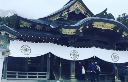 プチ雪山登山で程よい達成感☆弥彦神社へ初詣。