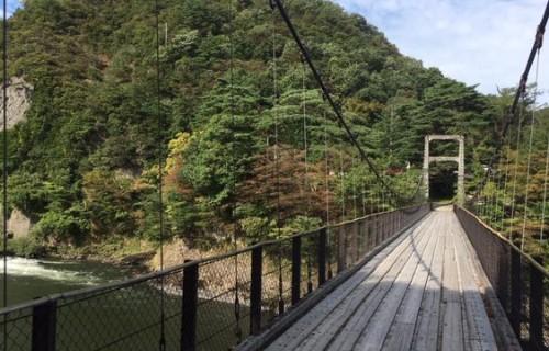 秋の関川、紅葉と地酒を求めて