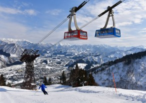 記録的小雪だけど、さすがの雪国。越後湯沢で雪遊び&スキー。