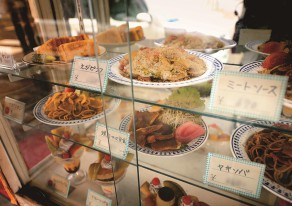 老舗宿と喫茶店を巡って昭和にタイムスリップ